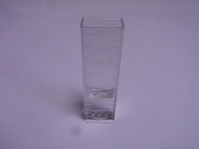 飼育水を5ml取り出す